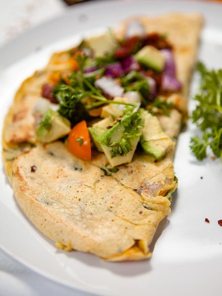 Consciente tu cuerpo con un omelette de garbanzo en el desayuno.
